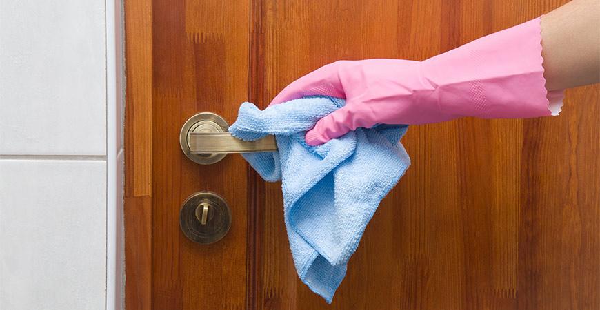 Чистене на интериорна врата