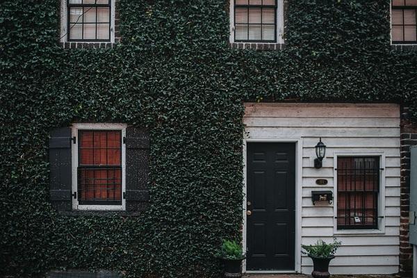 Блиндирани врати – труден, но задължителен избор