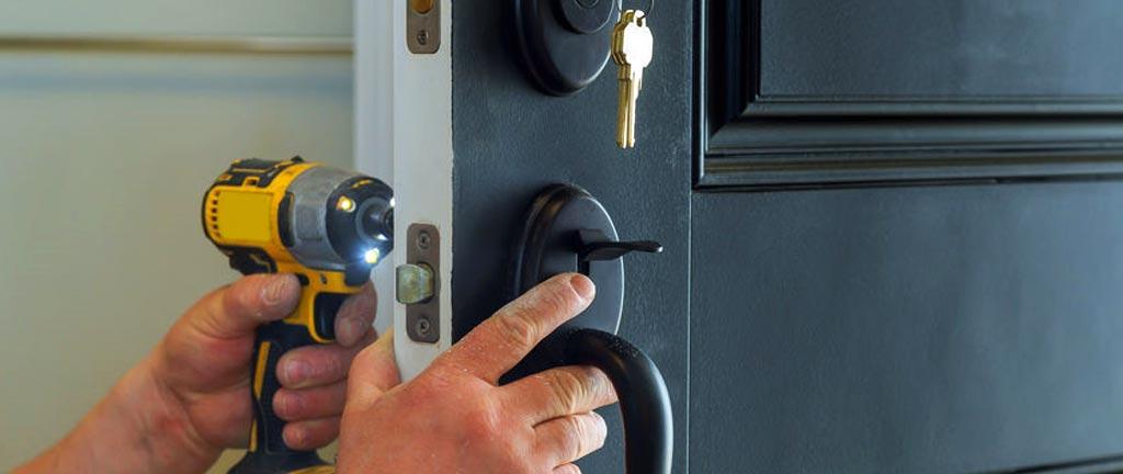 Може ли да сменим вратата без да премахваме касата?
